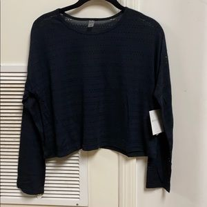 Beyond yoga off cuff cropped pullover black